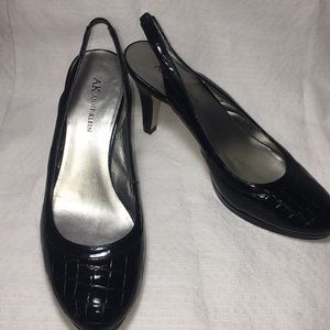 Anne Klein heels size 8.5 M crock skin pattern